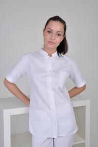 modische Bluse für Ärztin